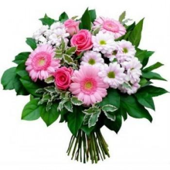 Ρομαντικό Μπουκέτο με  Ροζ  Τριαντάφυλλα , Ζέρμπερες, Λευκά  Χρυσάνθεμα και Πρασινάδες